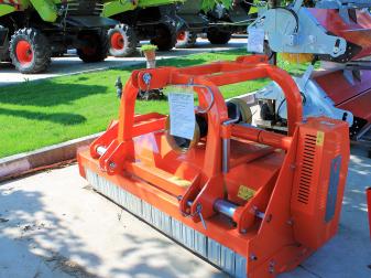 Шредер Tierre  модел TIGRONE REVERS 180 mech - Модел за трева и клони до диаметър 6-10 см.